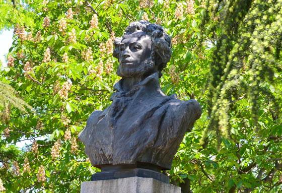 Памятник Пушкину в Севастополе